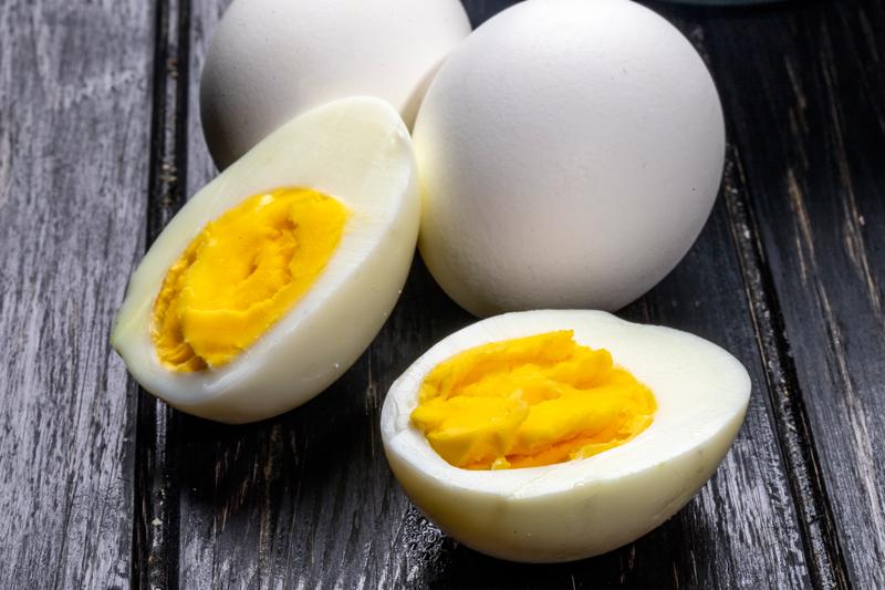 Lòng trắng và lòng đỏ trứng gà bao nhiêu calo